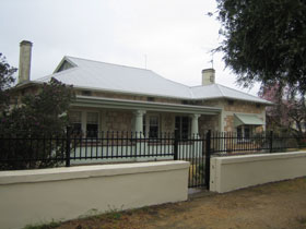 Naracoorte Cottages - MacDonnell House - Accommodation Port Hedland