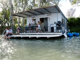 The Murray Dream Self Contained Moored Houseboat - Accommodation Port Hedland