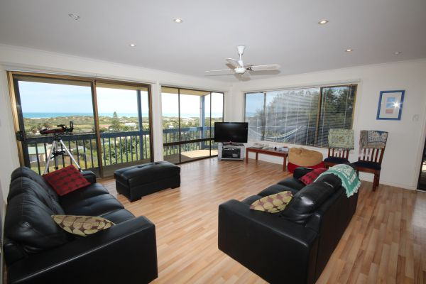LJ Hooker Goolwa Holiday Rentals - 39 Bradford Road Goolwa Beach - Accommodation Port Hedland