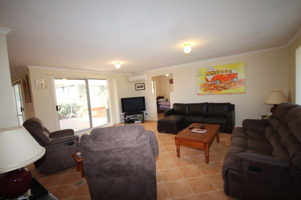 LJ Hooker Goolwa Holiday Rentals - 12 Willmett Road Goolwa Beach - Accommodation Port Hedland
