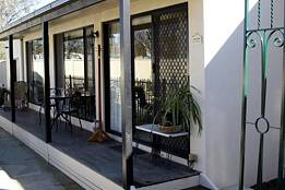 Courtside Cottage Bed and Breakfast - Accommodation Port Hedland