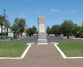 War Memorial and Heroes Avenue - Accommodation Port Hedland