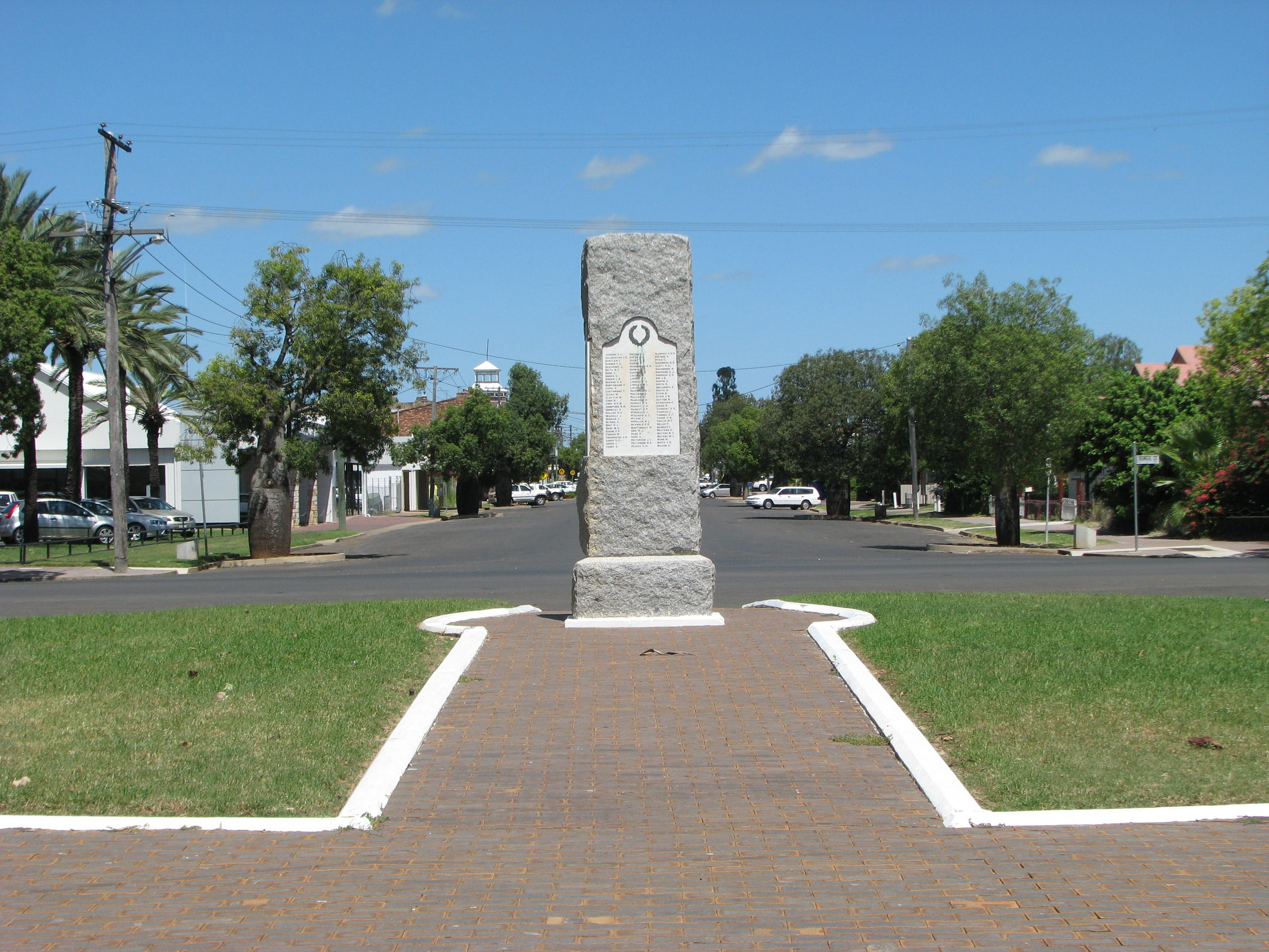 War Memorial and Heroes Avenue Roma - Accommodation Port Hedland