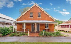 Eliza 1875 Red Brick Duplex Townhouse - Accommodation Port Hedland